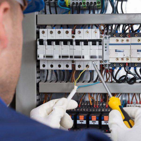 L'importance de la maintenance électrique