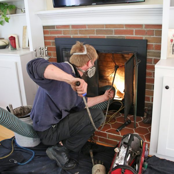 À quels dangers s'expose-t-on en omettant le ramonage de notre cheminée?